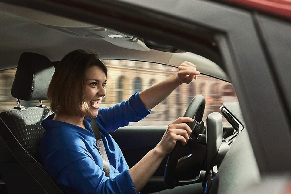 25% водителей согласились, что пение в автомобиле поднимает настроение.