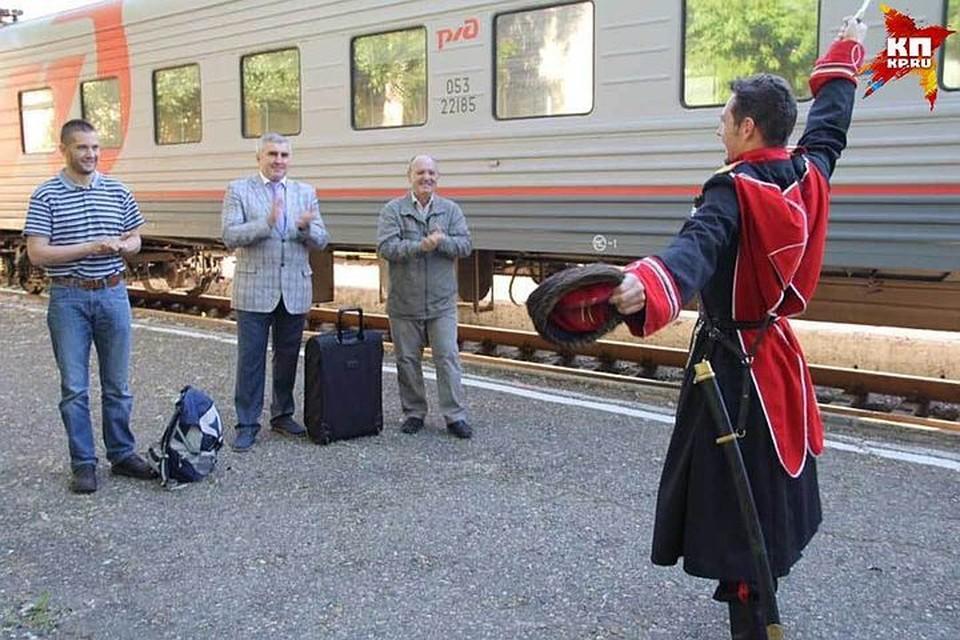 Евгения Мартенса (крайний слева) в Ставрополе ждала яркая встреча. Фото: Facebook Владимира Полубояренко