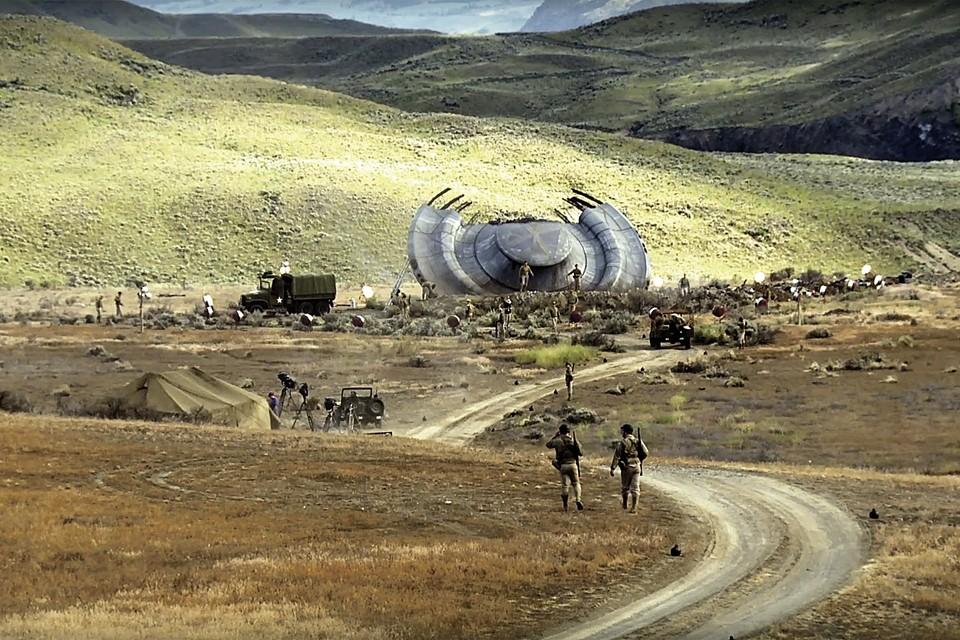 Странный объект рухнул недалеко от ранчо фермера Брейзеля, и район тут же оцепили американские военные.