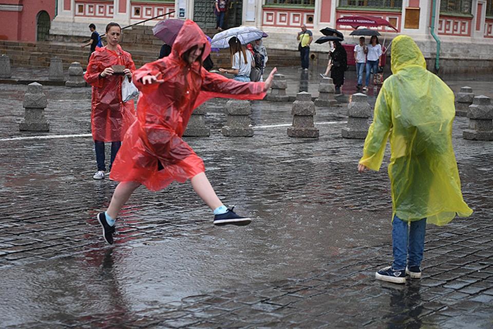 Гроза, град и шквалистый ветер стали для москвичей отличным поводом для шуток