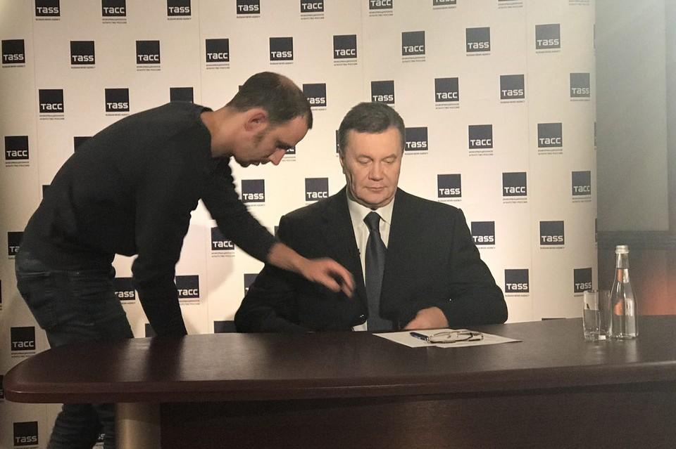 Виктор Янукович заявил, что он остается в политике