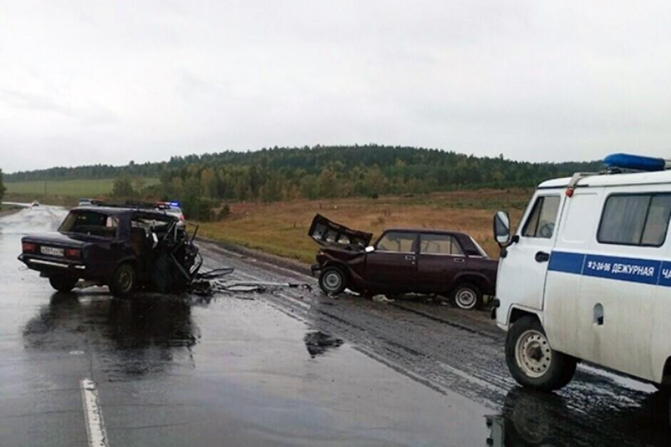 """ДТП в Иркутской области: на трассе столкнулись две машины """"Жигули"""", погибли два человека"""