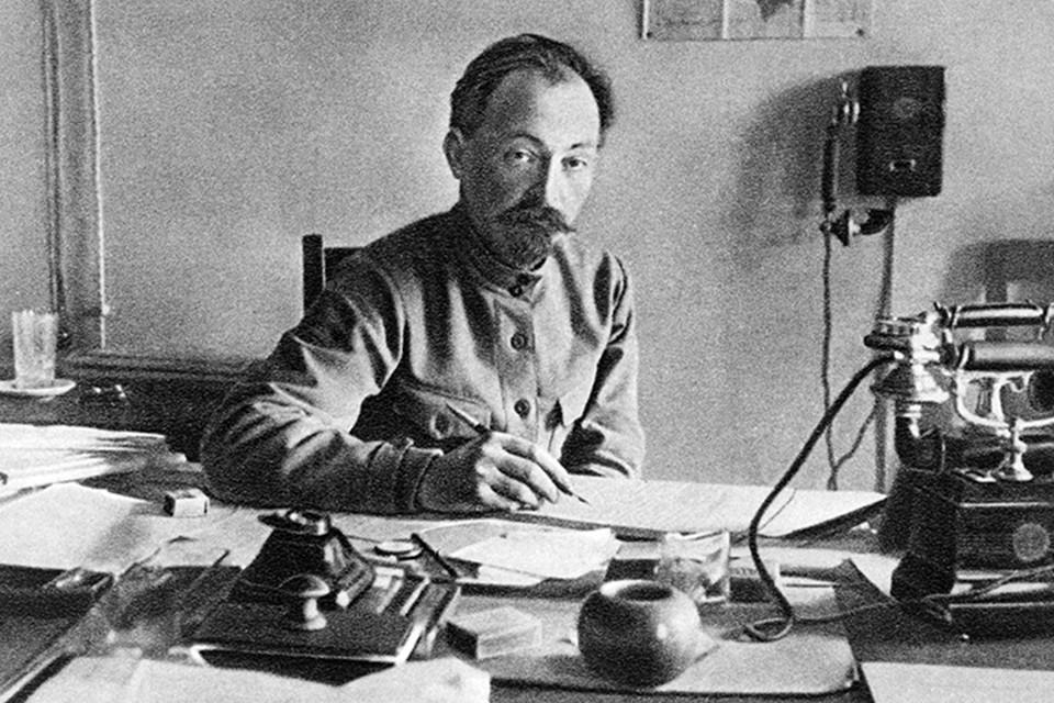 Помимо руководства ВЧК и ОГПУ, Дзержинский возглавлял еще ряд министерств. Он был наркомом путей сообщения, был народным комиссаром внутренних дел