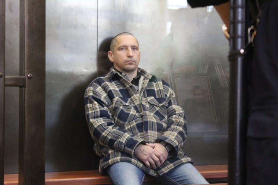 В этой позе Сергей Егоров проводит все судебные заседания