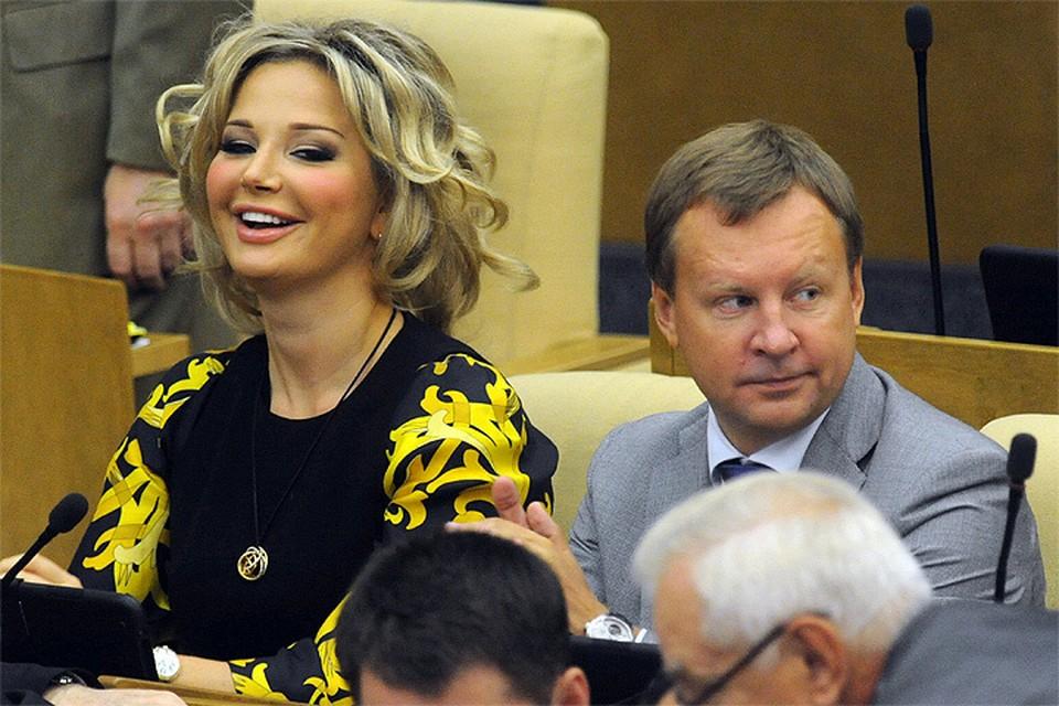 2015 год, Мария Максакова и Денис Вороненков - действующие депутаты Госдумы РФ.
