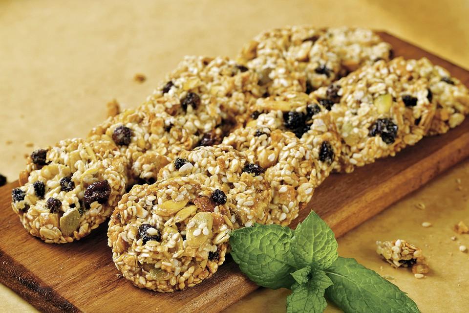 Овсяное печенье с орехами и сухофруктами Фото: фотобанк Лори, globallookpress.com.