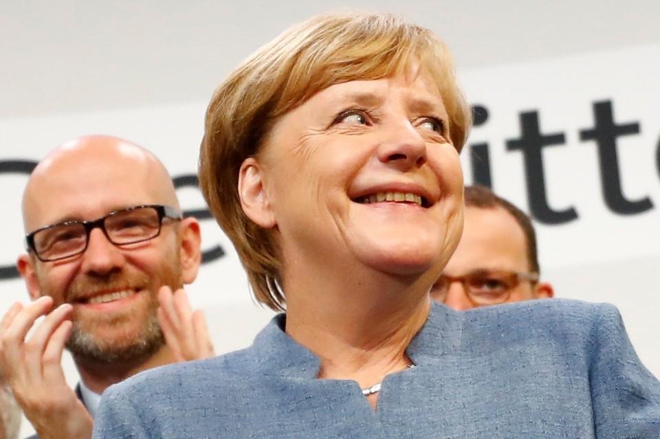 Абсолютно все эксперты и соцопросы справедливо предрекали лидерство действующему канцлеру ФРГ Ангеле Меркель.