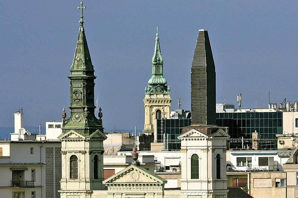 Разрушенная башня Успенского собора, который был построен в Будапеште в конце XVIII века, нуждается в реставрации. Фото: Алекс Проймос / wikipedia.org