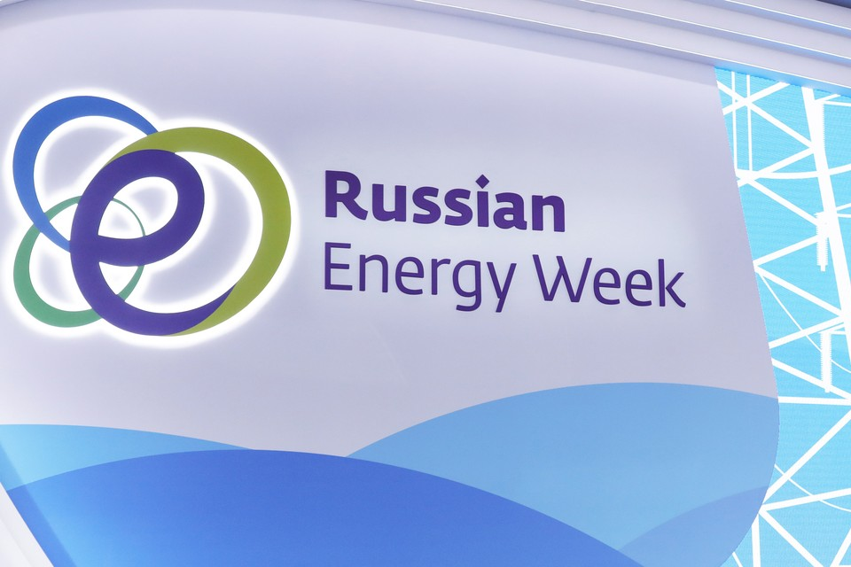 Главная тема обсуждений - соглашение между странами Организации стран-экспортеров нефти (ОПЕК) и другими производителями нефти.