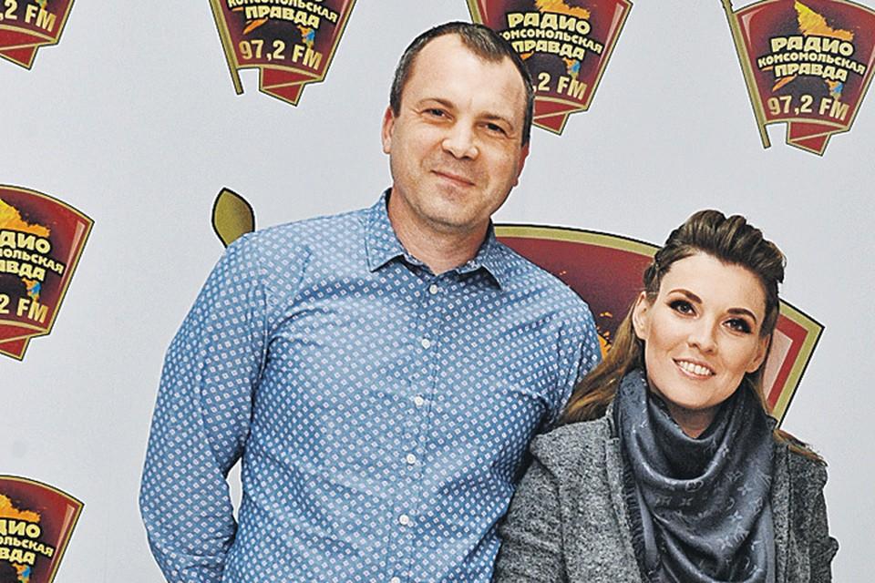 Евгений Попов и Ольга Скабеева всегда вместе - и дома, и на работе. И никогда не надоедают друг другу.