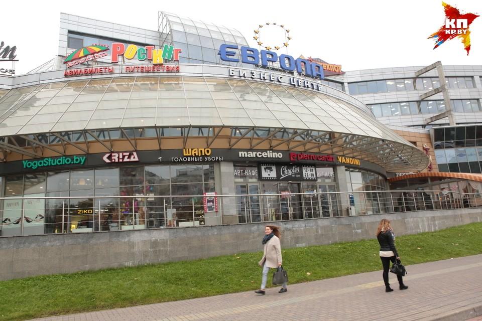"""С жуткой трагедии в ТЦ """"Европа"""", где подросток убил бензопилой одну женщину и ранил другую"""