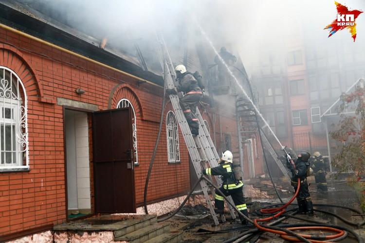 Пожар произошел рядом с Покровским собором в Барнауле