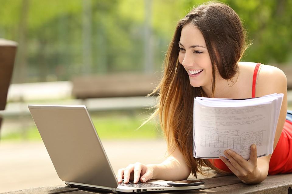 """Учиться """"на удаленке"""" в наших вузах можно было еще с советских времен, но сейчас бум на онлайн-образование охватил весь мир."""
