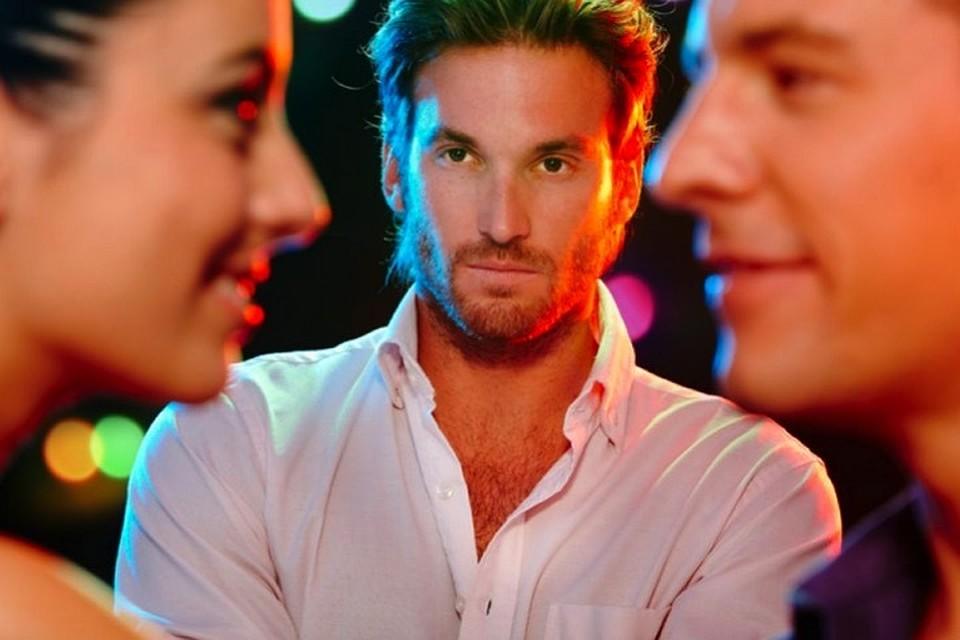 Ревность - чувство болезненное, побуждает на активные действия.