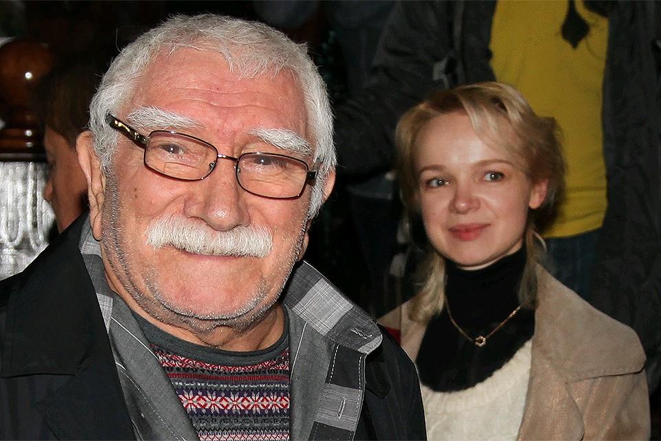 Армен Джигарханян подал на развод с супругой Виталиной.