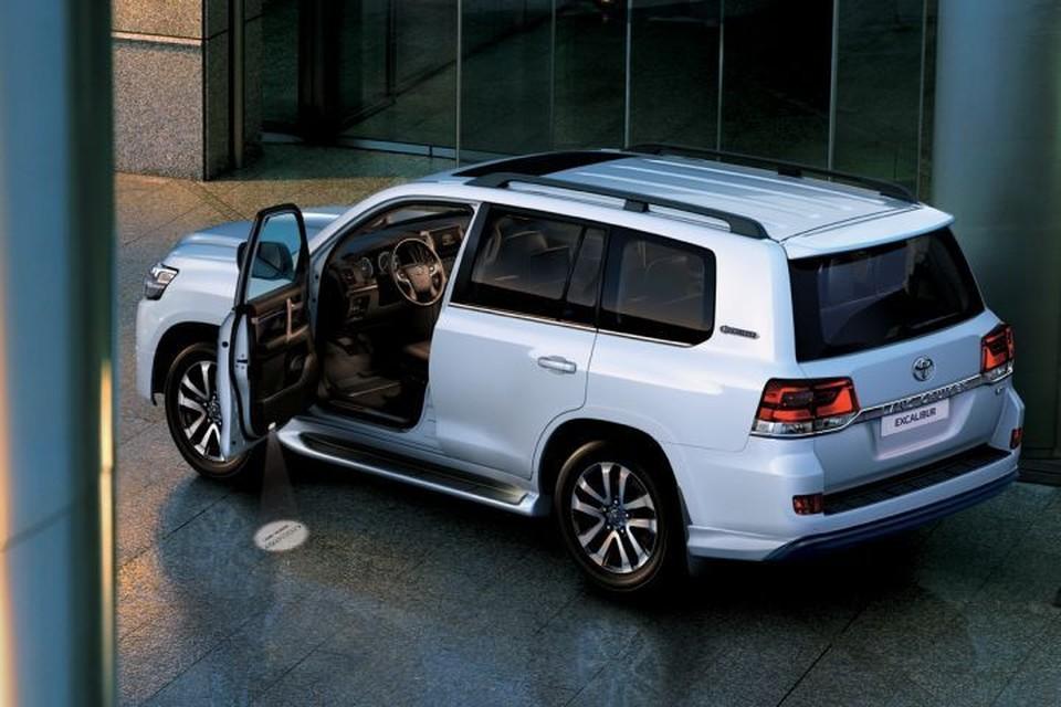 Цены на Toyota Land Cruiser 200 начинаются с отметки 3,8 млн. рублей