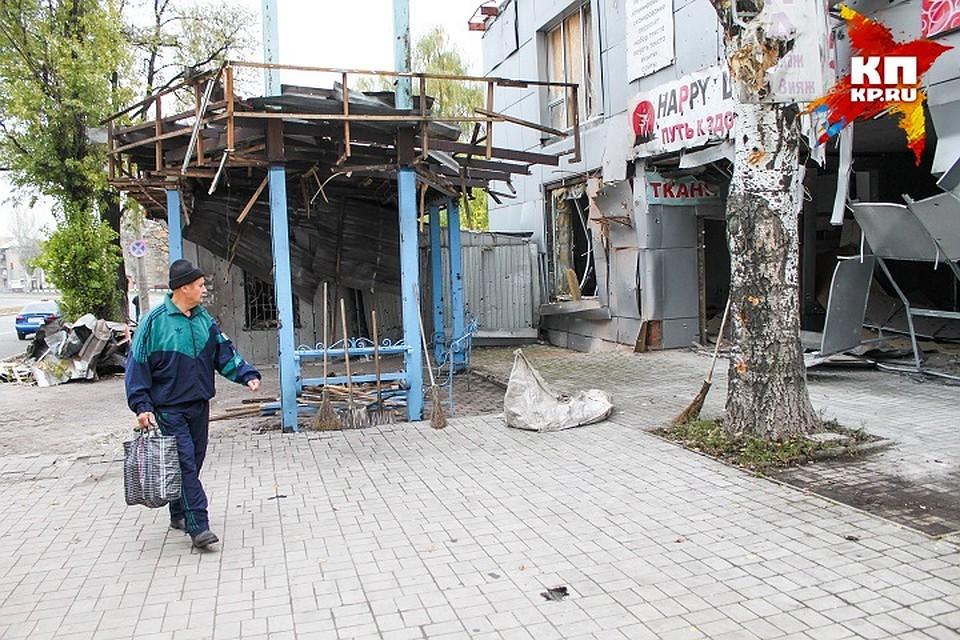 Последствия обстрела Киевского района в Донецке 5 ноября