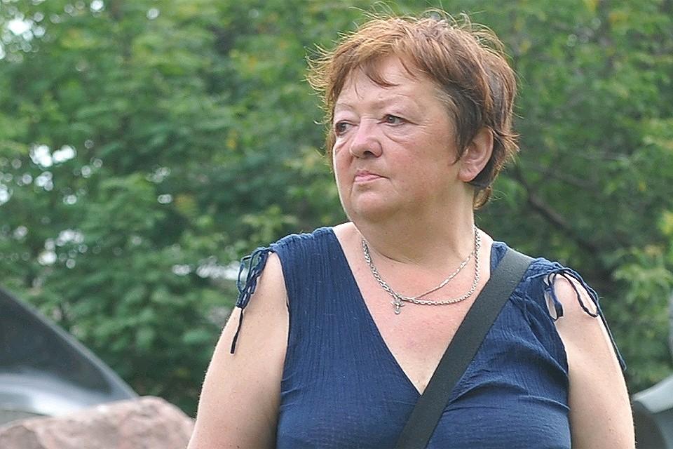 2012 год. Мария Королева возле могилы своей матери Людмилы Гурченко в годовщину её смерти.