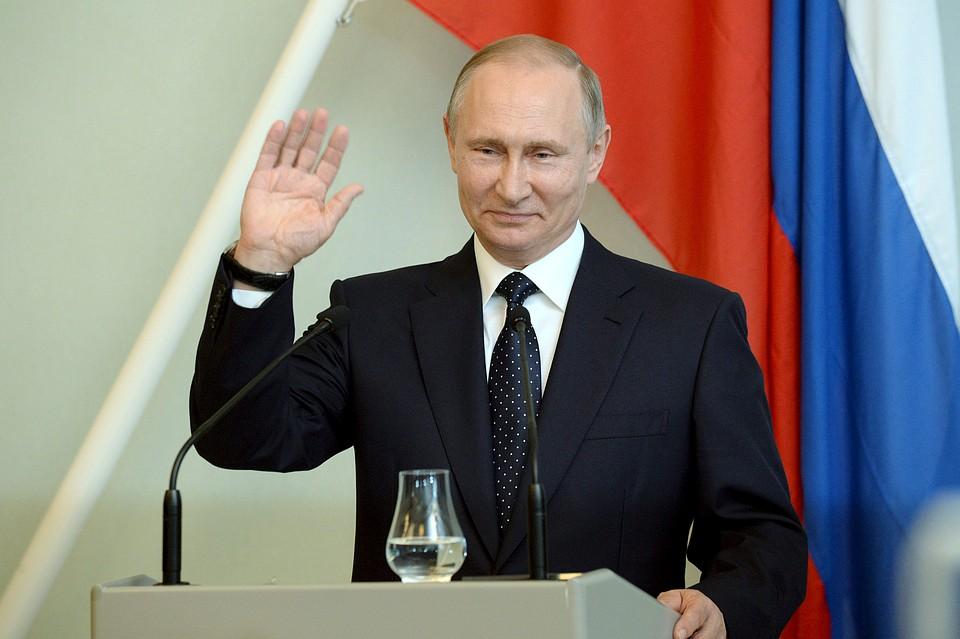 Картинки по запросу Владимир Путин поздравил сотрудников ФСБ с праздником