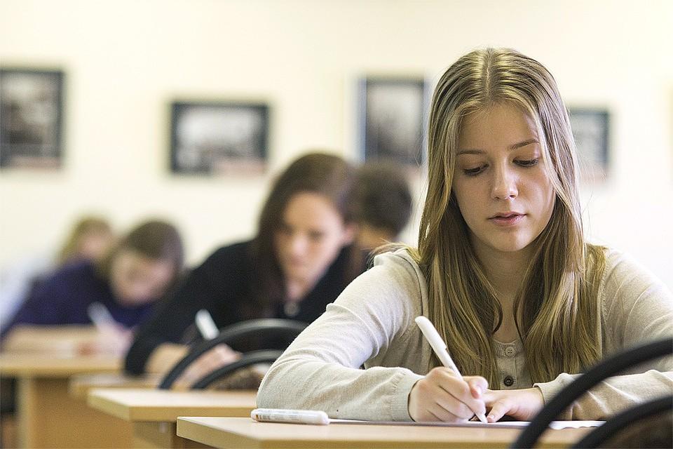 Старшеклассники лучше учатся, если в школе много девочек