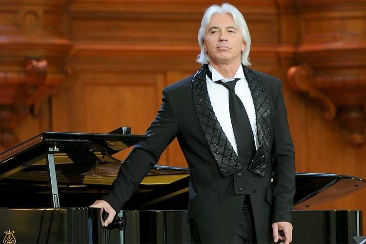 Дмитрий Хворостовский на сцене.
