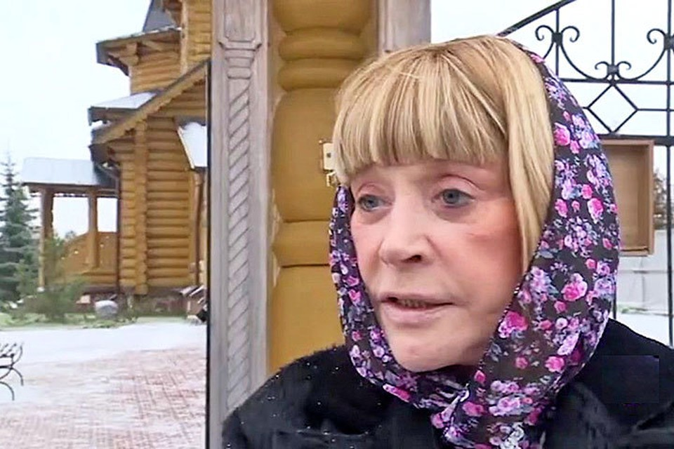 Алла Пугачева после венчания: в скромном платочке и без косметики. Фото: Телеканал НТВ