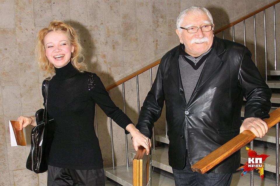 Суд удовлетворил иск о разводе режиссера Армена Джигарханяна и Виталины Цымбалюк-Романовской