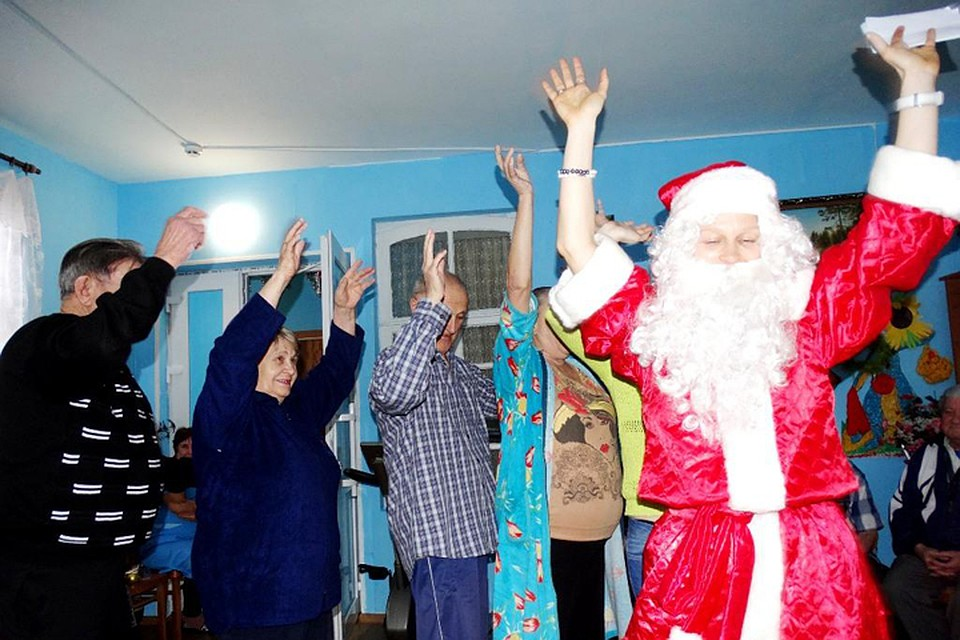 ef8a9345f2c2a Каждый год волонтеры фонда «Старость в радость» собирают средства и вещи,  чтобы поздравить
