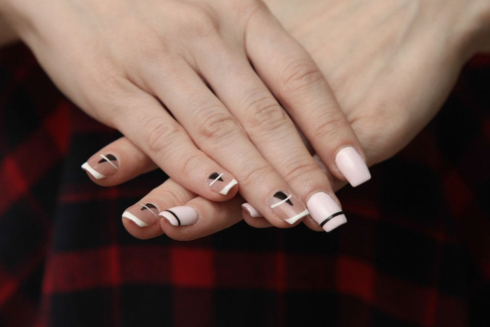Длинные ногти украшают любую женщину