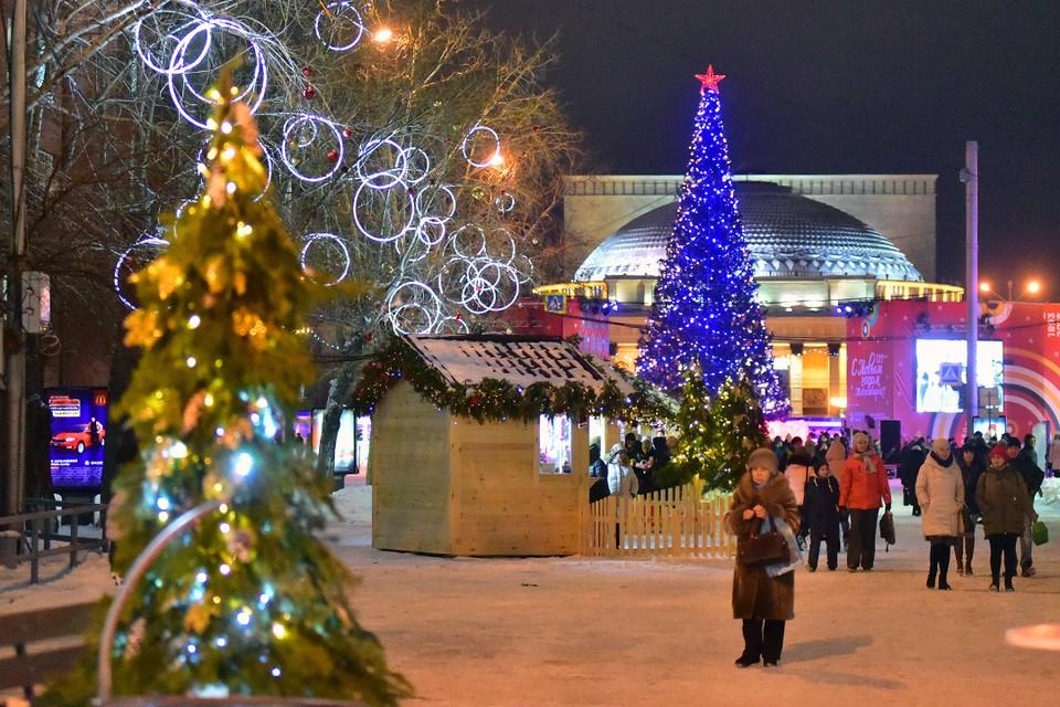 Главная новогодняя елка Новосибирска открылась 25 декабря.