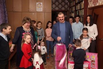 Сын Виктора Александр Лукашенко догнал по росту отца