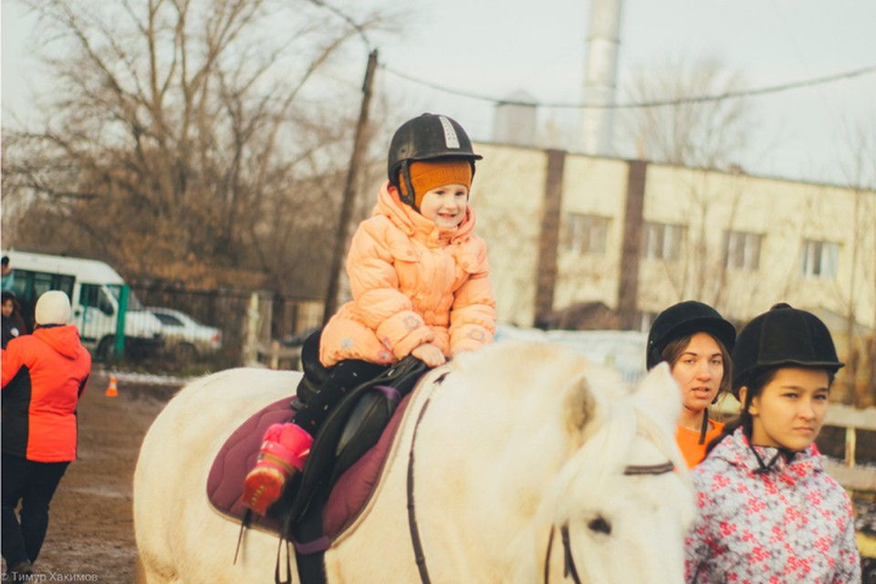 Дети занимаются в центре два-три раза в неделю. Фото предоставлено республиканским Центром иппотерапии.