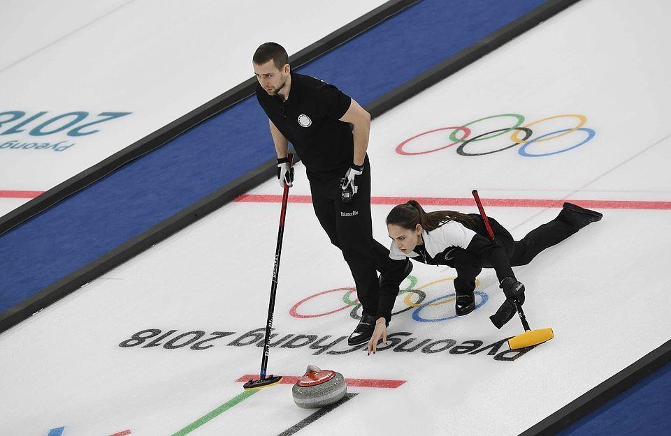 Бронзовые призеры Олимпиады-2018 Анастасия Брызгалова и Александр Крушельницкий.