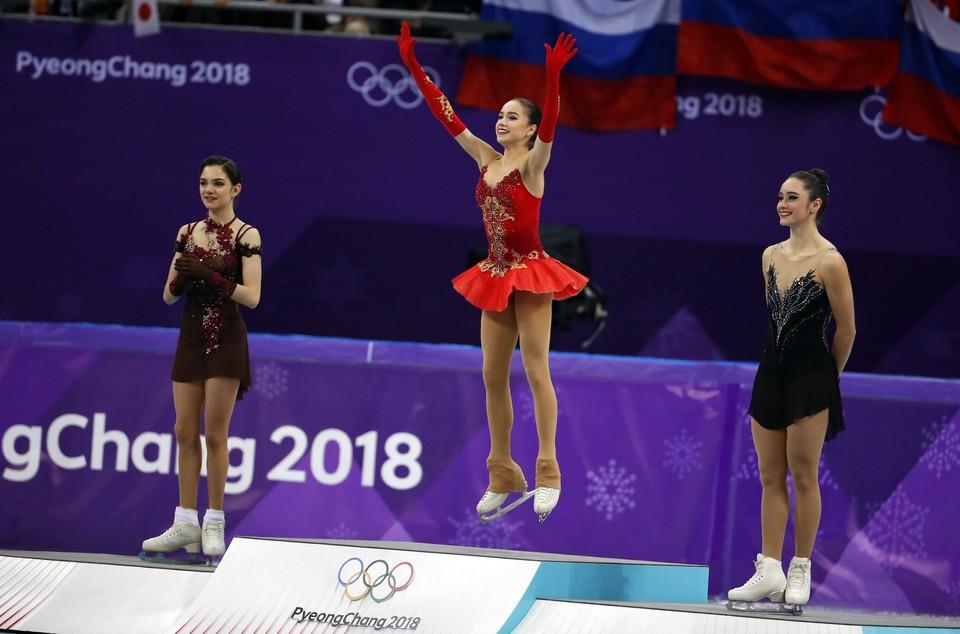 На первых двух строчках в фигурном катании среди женщин - россиянки Загитова и Медведева.