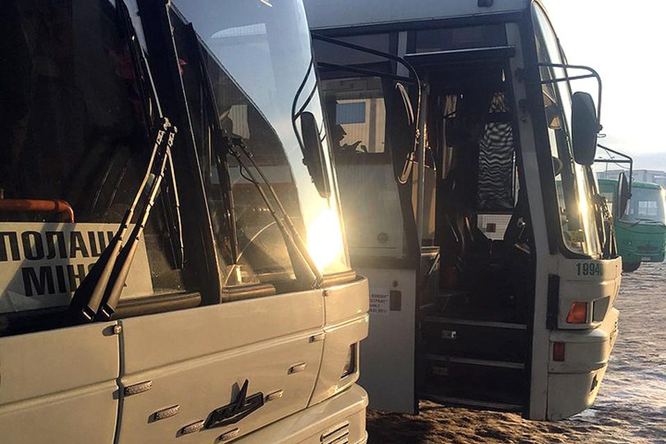 Сегодня пассажиры из Полоцка, Новополоцка и Лепеля вынуждены были пересесть с маршруток на городские автобусы. Фото: соцсети.