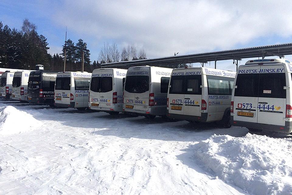 Фотофакт: отмененные маршрутки «Полоцкого экспресса» стоят на приколе. Фото: Анна Лёля@Вконтакте.
