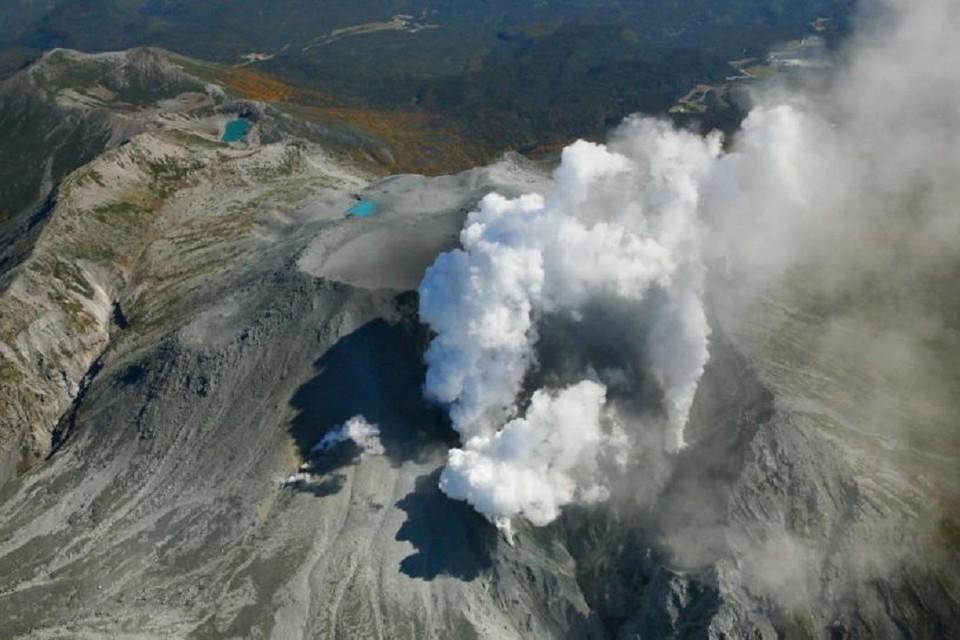В Японии началось извержение вулкана Симмоэ