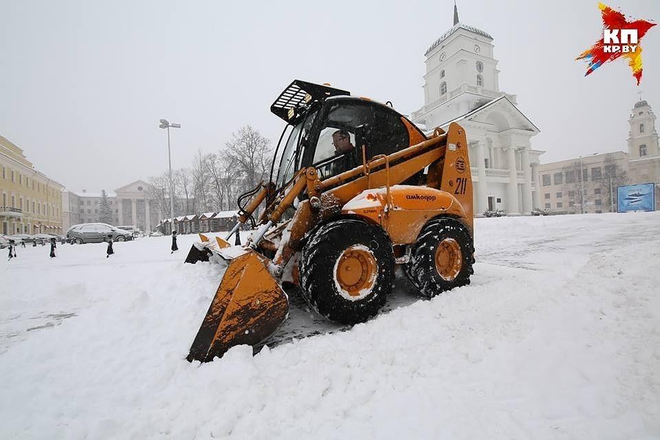 На уборку снега выйдут более 600 военнослужащих Минского гарнизона