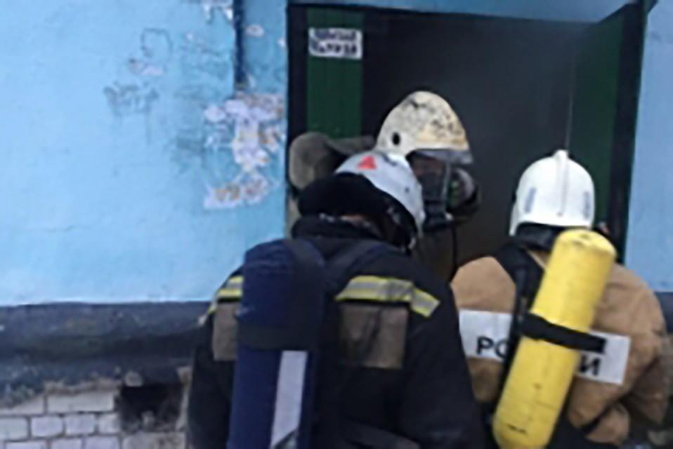 Кто возглавляет работу звеньев гдзс на пожаре