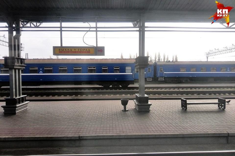Мужчина упал под поезд и чудом остался цел!