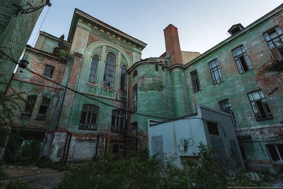 Пока будут решаться денежные вопросы, здание может совсем разрушиться