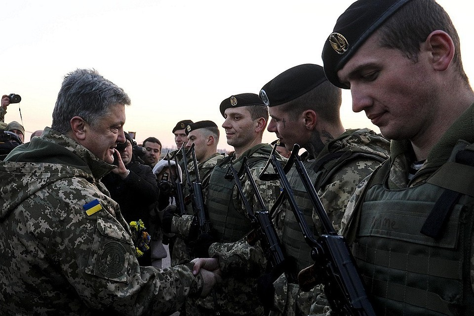 Каждый раз, когда Петр Порошенко выезжает в зону так называемой АТО, он выдает сразу несколько спичей о том, что армия Украины стала сильнейшей в Европе