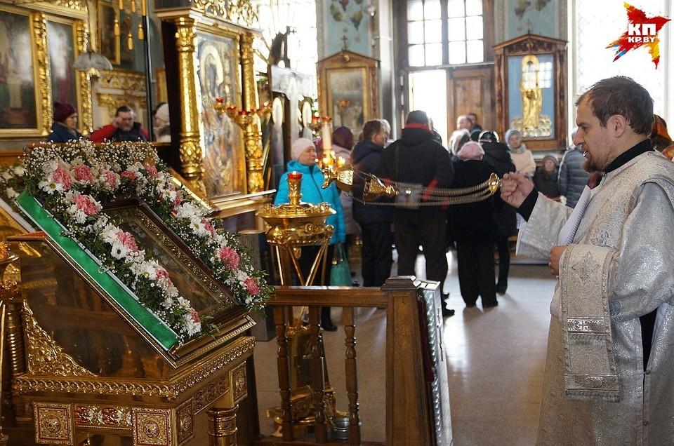 В православных храмах Беларуси проходят панихиды о погибших в Кемерово