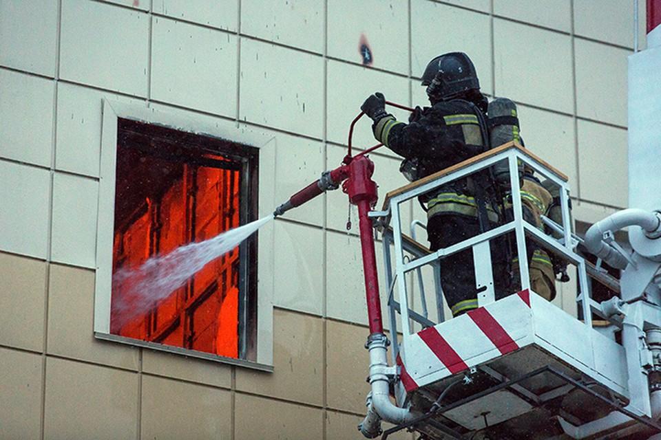 Точку в этом вопросе - почему все-таки были закрыты двери в ТЦ «Зимняя вишня» в Кемерове - должен поставить следственный комитет