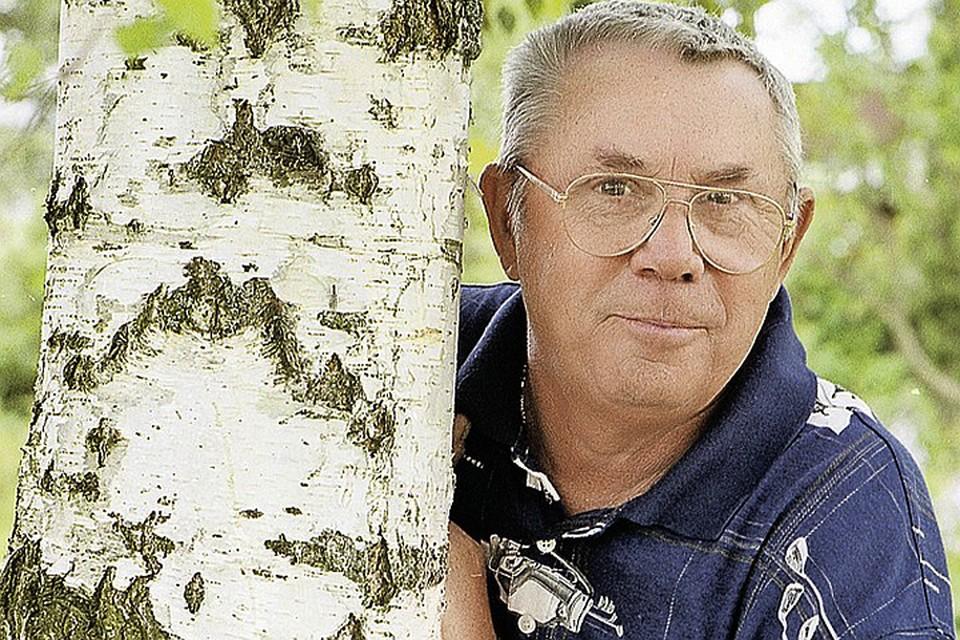 Олег Андреевич - актер, но в первую очередь он - поэт-песенник, певец и режиссер