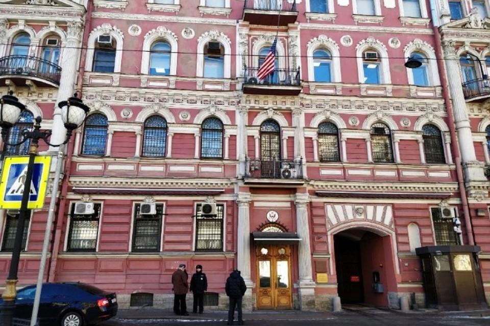 Дипломатов выселяют из здания на Фурштатской.