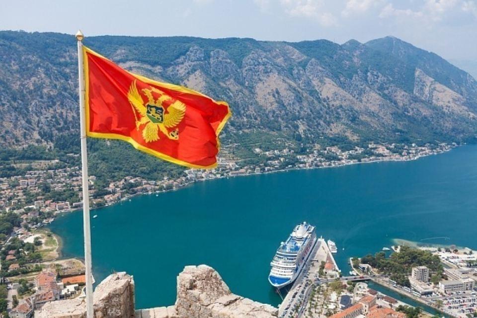 Черногория высылает из страны одного российского посла, Россия отвечает аналогично.