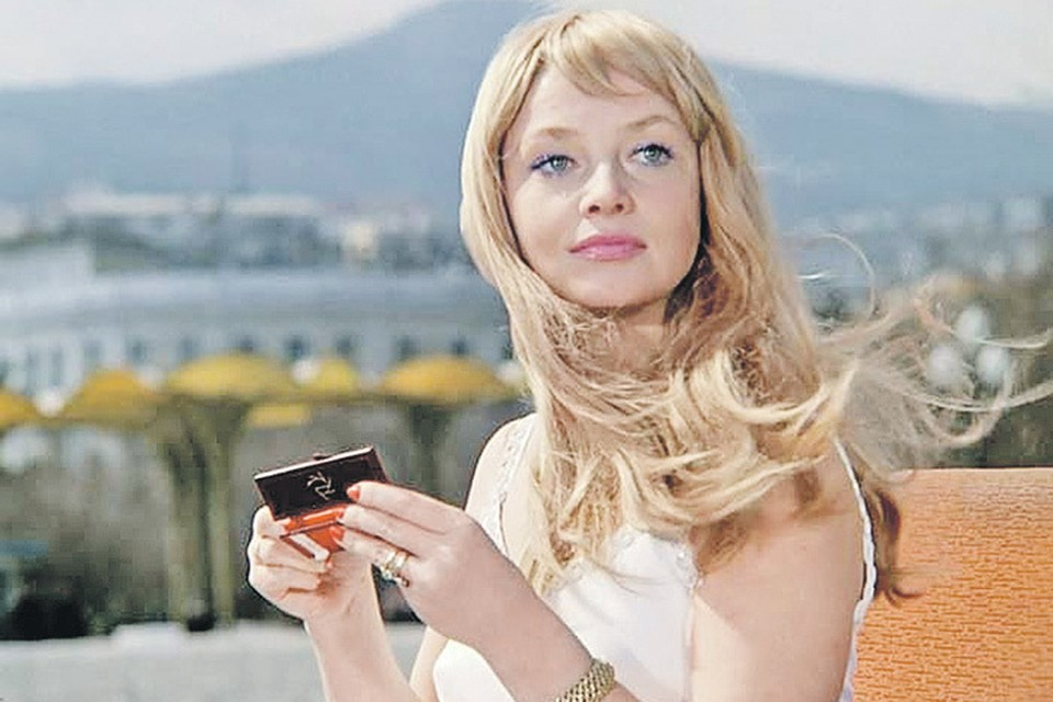 Советская Брижит Бардо», как ее назвали во Франции, с диагнозом «пневмония» попала в реанимацию Боткинской больницы. Там же перенесла инсульт и 13 декабря 2012 года умерла, не приходя в сознание. Фото: Кадр из фильма
