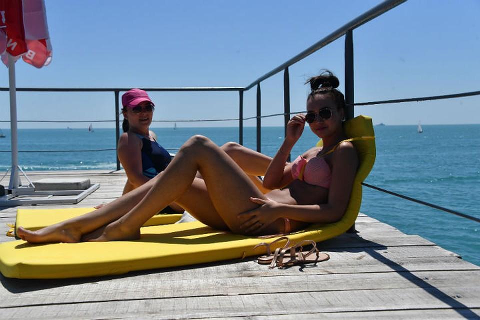 Жарким летом русские парни снимают девок на пляже 9