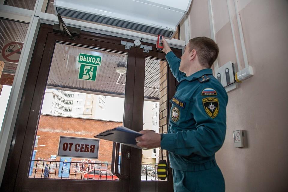 По России проходят массовые проверки ТЦ после пожара в Кемерове.